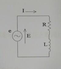 電気回路の問題です。 図のような直列回路に角周波数ω(rad/s)で実効値E(V)の正弦波交流電圧を加えたとき、回路で消費される電力を求めよ。 よろしくお願いします。