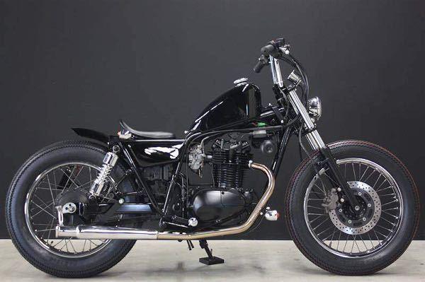 オートバイの質問です。 kawasakiの250TRのノーマルから写真のような仕様にすることは可能なのでしょうか。 またそれは①どこに持っていけばやってくれるのでしょうか。②お金はどれくらいかか...