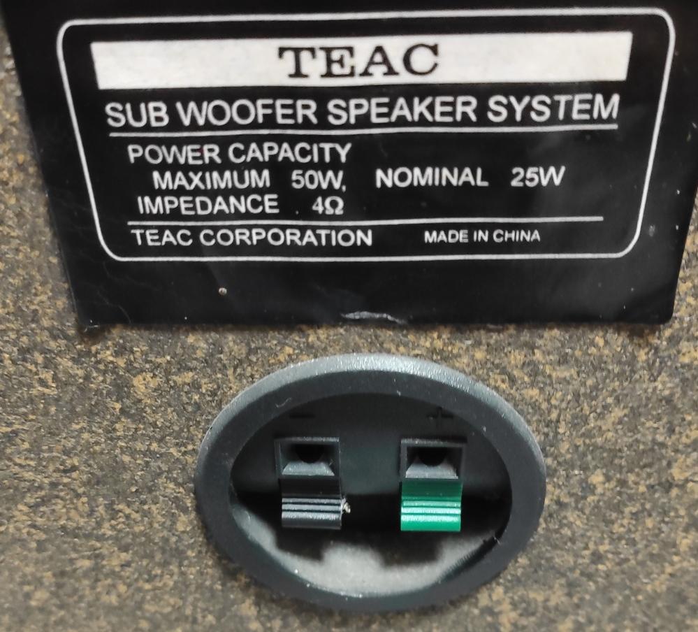 緑・黒があるのですがこれは何に繋げればいいでしょうか? またサブウーファー端子がなく一系統しかないスピーカーに何かを追加して取り付けることは可能でしょうか?