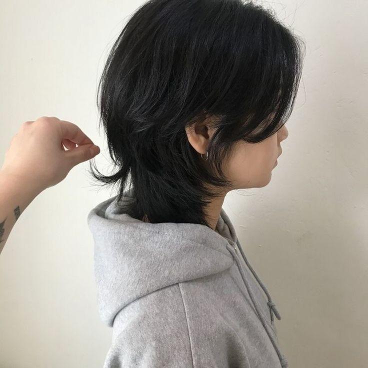 私は高校生で地雷系に憧れています。今は前髪ありのウルフなのですが、画像のような前髪なしのウルフにしようと思っています。 前髪なしだと地雷系とは合わないでしょうか?