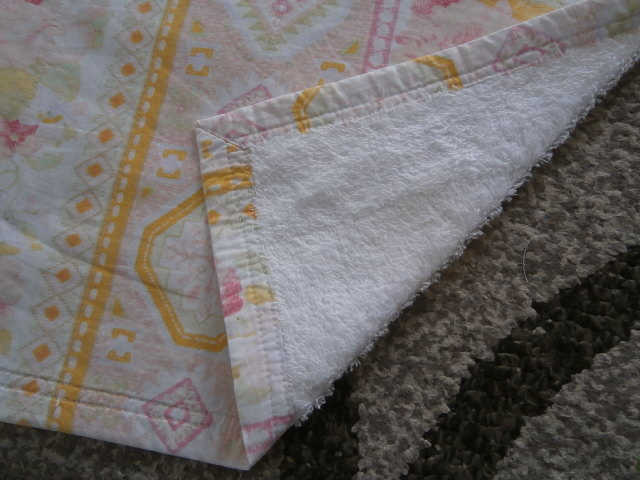 このタオルケット?の名前を教えてください。 もう25年くらい使っているタオルケットです。 片面が普通のタオル(パイル)でもう片面が綿100%の ブロードで2枚合わせてミシンでキルトされています。 中に