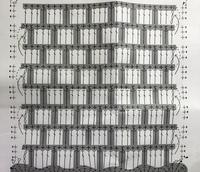 かぎ針編みの編み方を教えてください 左下の鎖3目からスタートすると思うのですが 2段目の別の糸も左の鎖1目からスタートするのでしょうか? 右端まで来ると矢印がありますが、それぞれどのように次の段へ進んでいいのかわかりません どうぞよろしくお願い致します