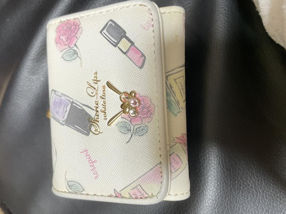 この財布のブランドが分からないのですが 教えてくれる人お願いします、、