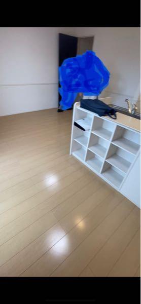 引越し先の家具選びについて。 壁は白 フローリングは肌色? このLDKにラグ、ソファー、ダイニングテーブルを置きます。 ラグ、ソファー、ダイニングテーブルの色決めで悩んでます… テレビ台は白...