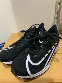 この靴をメルカリで発送したいのですが サイズ選択はどれにすればいいか教えて欲しいです(>_<)  ゆうゆうメルカリにしました ダンボールは郵便局で買いました(255×315)  よろしくお願いします(>_<)
