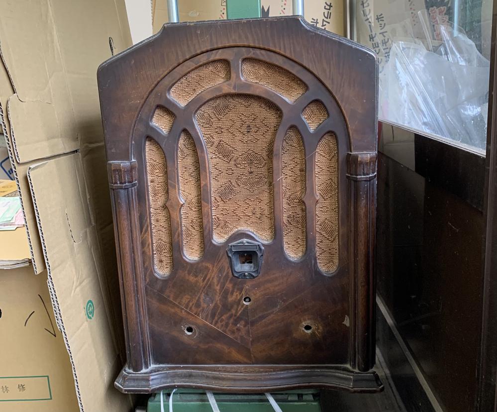 質問お願いします。 このラジオがどこのメーカーの物かわかる方いらっしゃいますか。 よろしくお願い致します。