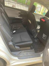 トヨタウィッシュの後部座席なんですが、 高齢者が乗り降りするには、 けっこう広いし、使い勝手は良いと思いますか?