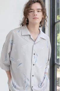 このような開襟シャツの下着が見えないインナーを探しています。どなたかご存知ないですか?メンズ用です。