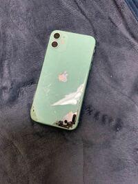 iPhone11の修理についての質問です。現在画像のようになっており、表面は画面はつきません。しかし、充電、AirPodsを用いれば通話可能、テザリングの機能だけは使える状態です。 Appleの保険は上限ありの対象みたいです。修理代はいくらぐらいになると思いますか?