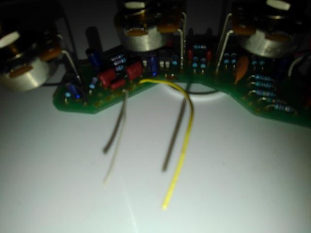ミュージックマン スティングレイの配線について質問します。 現在他のpu,プリアンプのついた物を付属していた純正に戻そうとしています。2pu,セレクターsw付きの物なのですが、バッテリー、puの...