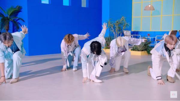 BTS の permission to dance の振り付けでジミンの足が凄く綺麗にZになっていて凄いなと思ったのですが、ダンスに詳しい人からしてもこの形を取るのはやはり難しいことですか?