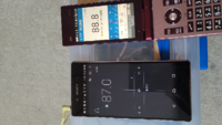 今ラジオの電波受信にすごく困っています。 今住んでいる地域(北海道の知内町 湯ノ里)で特にFMラジオが雑音混じる時があってすごくイライラします。 特に雑音が混じりやすい機種は京セラのガラホ マーベラ(KYF35)とXperia Z4(SOV31)です。何ででしょうか?? AmazonでFM用のトンボ型アンテナを買いましたがSONYの短波ラジオ(ICF-SW7600GR)しか効果ありませんでし...