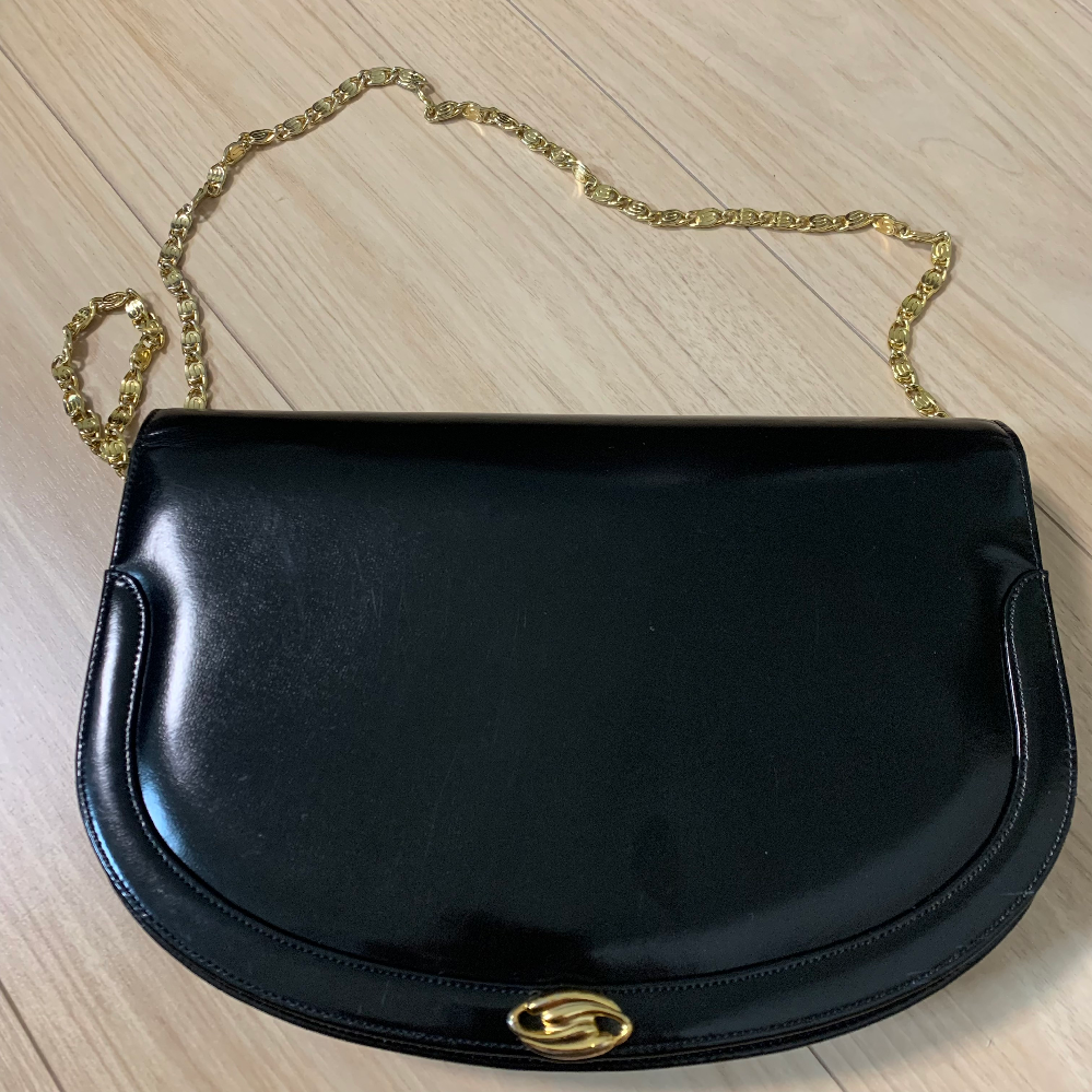この鞄のブランド名わかる方いらっしゃいますか??