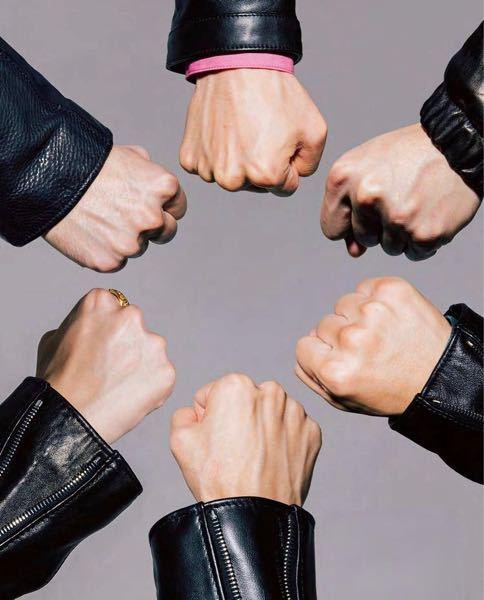 SixTONESのこの写真の手、どれが誰の手とか分かりますか?教えて頂けると幸いです!