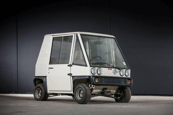 この車の名前、知ってる方いますか?あとメーカーも、わかれば嬉しいです?