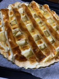 アップルパイ作ったんですけど編み目の生地がなんていうかマヨネーズの焦げ目がついたピザみたいじゃないですか?笑 ドミノ・ピザのマヨじゃがみたいというか、、 (わかるかな笑)