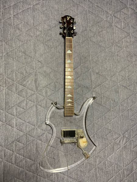 このギターの名前、品番など詳しくわかる方いらっしゃいますか?! よろしくお願いします。