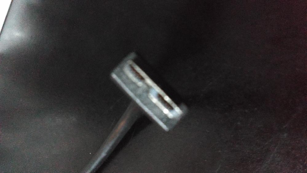 パソコン周辺のデバイスで増えてきた画像の商品ですが一般的には名称は何て呼ばれておりますか??? USBオスメスタイプとどんな違いがあって、どんな利点と欠点が主にありますか???