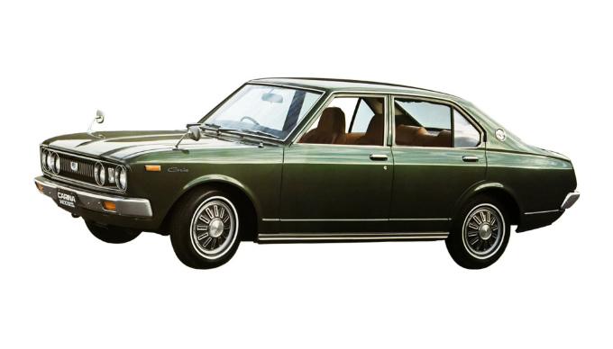 トヨタカリーナはセリカと同時期に初代車が発売されましたが、カリーナがセリカをベースに作った車ということなのですか?