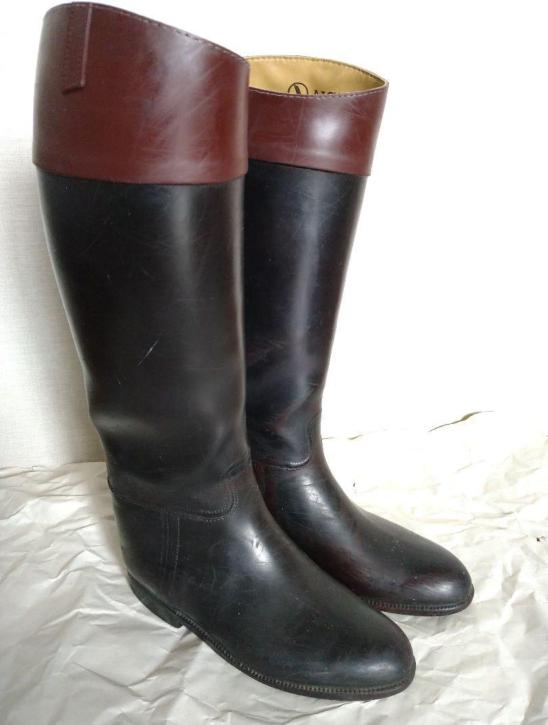 こういう長めのタイプの長靴で、ものすごく足臭い長靴を買いたいのですがメルカリ等で買うにはどうすれば成功しますか?