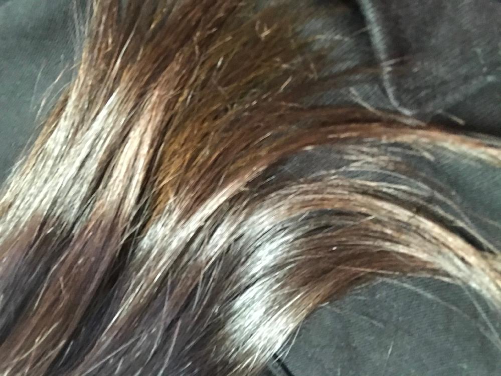 髪の色のことについて質問です。 夏休みなのでマニパニで染めようと思うんですが、ピンク系か青系どっちが色落ちしにくいですか?(青を入れたら緑になるのは分かってます。)ちなみに画像が今の髪色です。光に当たってます。