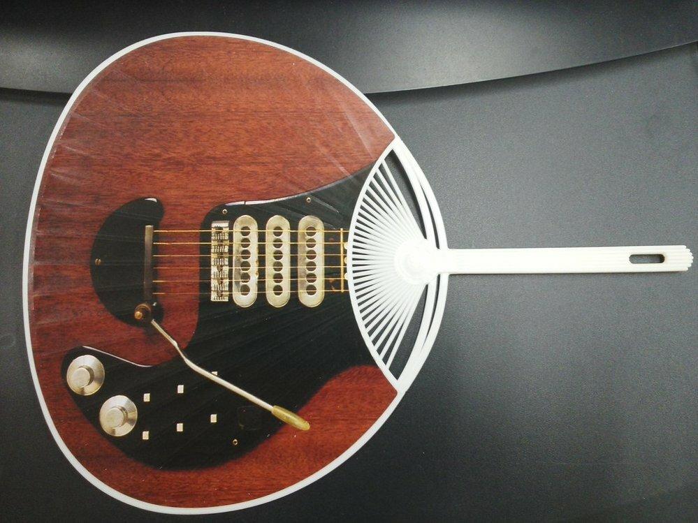 「楽器のようで楽器じゃない」もしくは「楽器じゃないようで実は楽器」と言って、 思い浮かぶユニークな逸品がありましたら、一品教えていただけますか? 実用性無視の、ボケやパンチが効いたものでもOK...