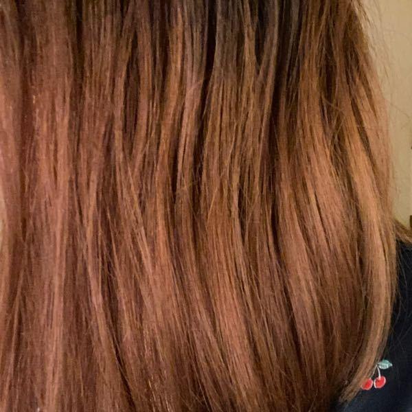 髪色について質問です! 6月下旬に1ブリーチのイルミナカラーで、ピンクラベンダーを入れました。色落ちしてきて今は赤みが残る茶髪になってきています。次入れる色の候補として青がいいなって思っているのですが、この画像の色だと厳しいですか?もう一回ブリーチしないとだめですかね?できるだけブリーチは避けたいです。