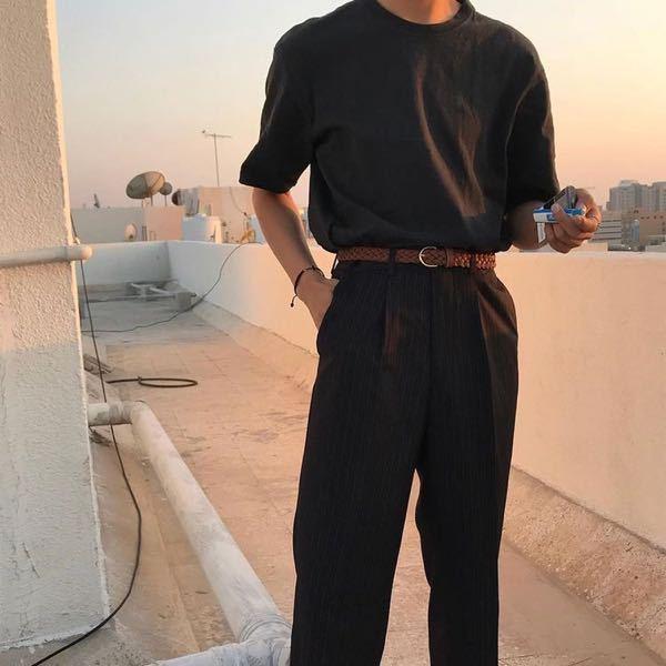 パンツのスラックスについてこの写真の方がはいているような薄いストライプ柄のおすすめのスラックスはありますか?