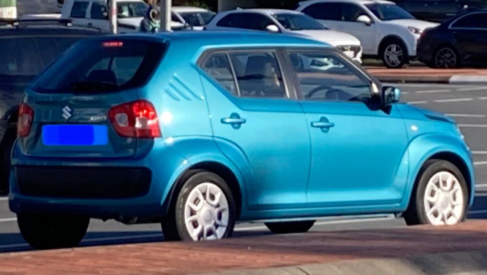 この車の名前わかりますか?