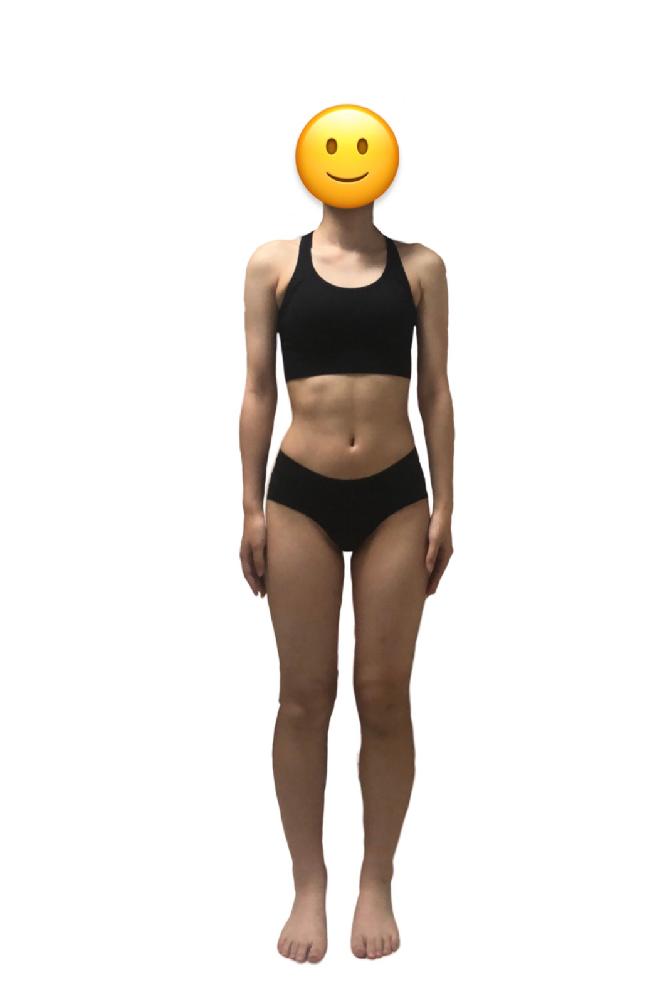 載せ直しです。 骨格診断をお願いしたいです。 正面からの写真だけでは難しいと思いますがよろしくお願いします。 身長158cm、体重44kgです。