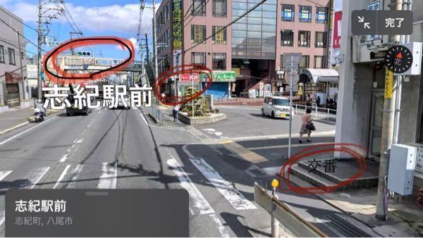 交通ルールについて質問です。 左上の信号機が赤色灯火の場合、歩道を通る歩行者や自転車は、右下の交番の所から奥の王将まで真っ直ぐ移動することはできますか。
