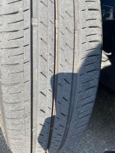車に詳しい方教えてください。このタイヤの溝は大丈夫なのでしょうか? 一年ほど前に買った中古車で買った頃から6000kmくらい走ってると思います