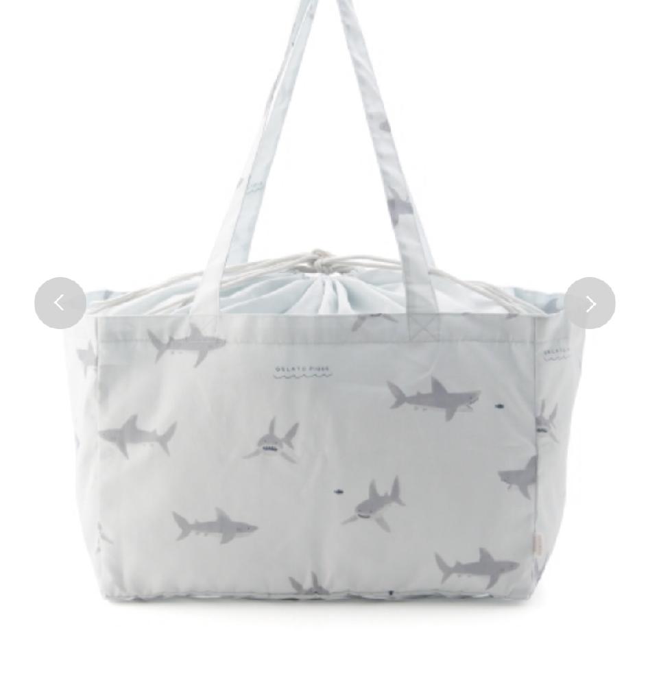 こんな感じのエコバッグを旅行用のバッグに使うのっておかしいですか?エコバッグなので生地が薄そうで変に見えないかなと心配です。