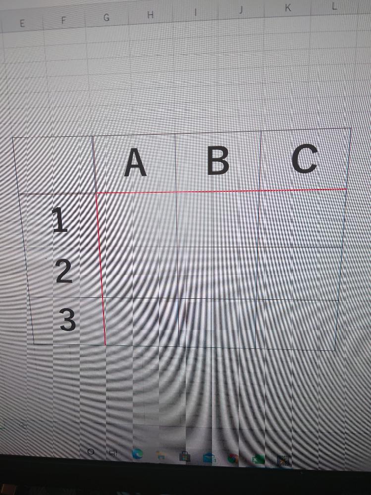 Excelの使い方について教えて下さい。 以前よく使っていた機能ですが、数年触らないでいた為、忘れてしまいました。また、言葉で言い表し難いので訳分からなくなりますが、許して下さい。 画像の様な表を作成し、赤い線の外側の項目は動かない様に固定する機能、どうやるんですか? 分かりづらくてすみません。