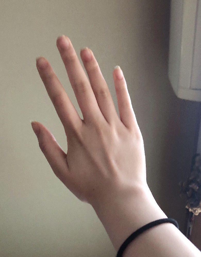 私は割と身長が高く(164cm)、手も大きいのですが、好きな女の子や彼女の手が大きかったらやはり萎えますか?また、手がごいく指が太いのもコンプレックスなのですが、どう思いますか? ( ᵕ̩̩ㅅᵕ̩̩ ) 素直な意見が聞きたいです。