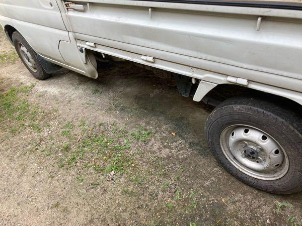 軽トラックのホイールをインチアップすると、 燃費とか悪化しますか? あと、タイヤ代もインチアップすると、 基本的に価格は上がりますよね? コスパで言ったら、ノーマルが一番ですかね?