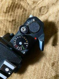 フィルムカメラ初心者です。 先日NikonFEを購入したのですが、一度シャッターを切ったら巻き上げレバーが回らなくなりました。 (電池もフィルムも入れてない状態です。)  この場合の解決法を教えてください、