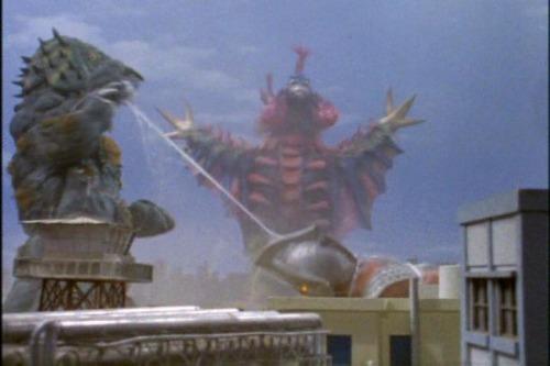 最強の地球怪獣バードンが初登場する『ウルトラマンタロウ』の第17話「2大怪獣タロウに迫る! 」とZガンダム初登場のきっかけを作った可変機ガブスレイが初登場する『機動戦士Zガンダム』の第21話「ゼータの鼓動」、新たなる強敵が初登場する7月27日放送の回の中でどっちがオススメでしょうか。 ケムジラを獲食してタロウとゾフィーを倒したバードンとエマ中尉のリック・ディアスやカミーユのガンダムMk-IIを大破に追い込んだジェリド中尉のガブスレイ、どっちの強敵が印象深いでしょうか。