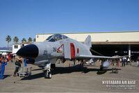 なぜ最近の戦闘機はF-4のような低翼機が無いのでしょうか?