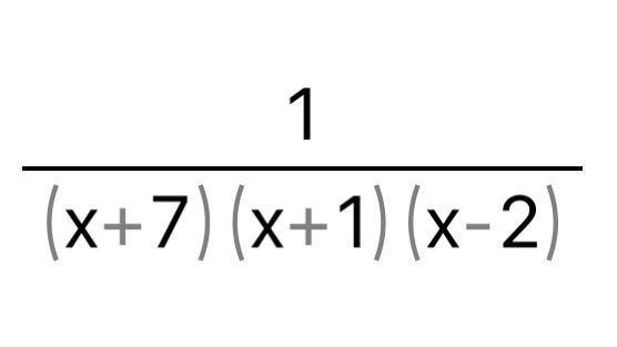 【部分分数分解】 至急お願いします 下の写真の問題は、部分分数分解できますか? 問題の解答は、このままの状態だったんですけど、アプリを使って計算を行うと部分分数分解ができました。