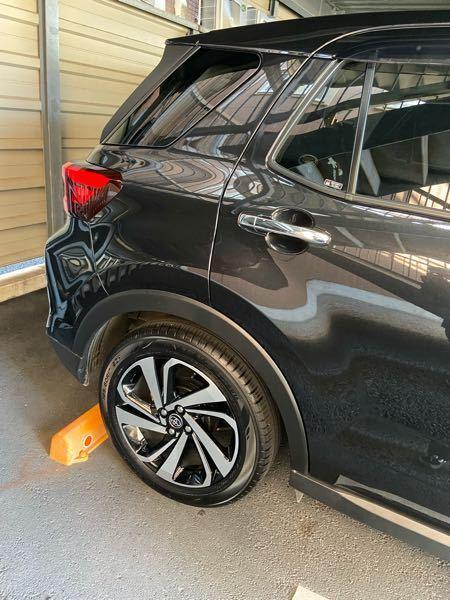 タイヤのインチって変えれますか?? 車に関して無知なので教えてください。 今は純正の17インチホイールタイヤを履いてます。 フェンダーとタイヤの隙間を見た感じもう少し大きくできるかな?って思ったのですがどうでしょうか…
