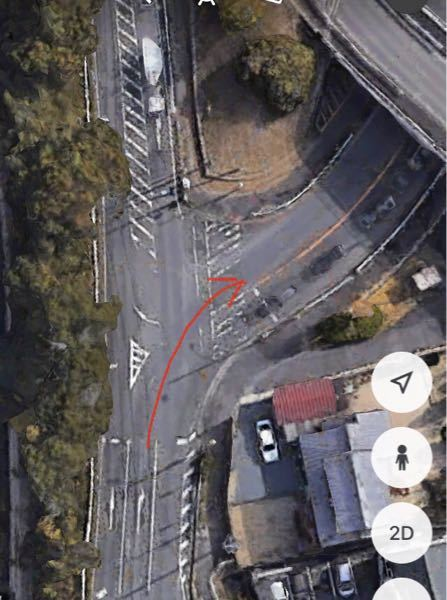 下記の写真ような道路を自転車で右折したい場合、どのように右折すればいいのでしょうか?右折レーンに自転車が入るのってダメですよね?(赤矢印のルート) サイクリングする時にこういうルートに出くわすと...