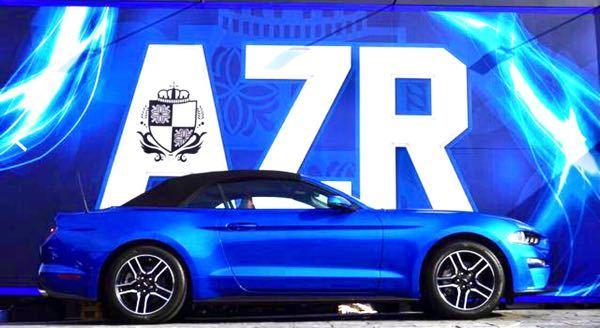 将来的にこのような青色(当写真はベロシティブルー)のフォード マスタングコンバーチブルを購入希望なのですが、どうしても幌が黒いのが気になります。 そこで車体と同色、または近い色にしたいなとは思っておりますが、交換、張り替え等で依頼すれば可能でしょうか?
