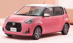 親戚の中にパッソを乗っている人がいて、自分もパッソを購入しようと決めています。 ピンクが好きですが、この色で走っていると目立ちますか?
