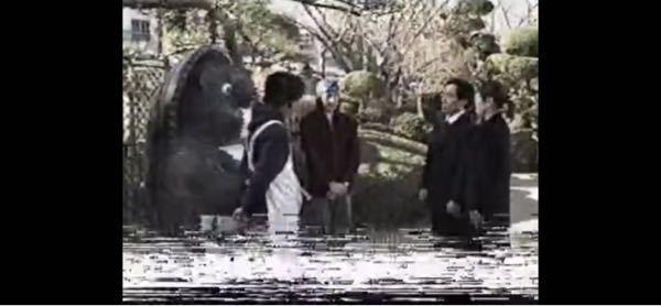 VHSに収録されているドラマの映像を見たのですが、時々画面下辺りが白いものがあらわれて画面が上下に揺れたりするのですが、これはどういったものなのですか?