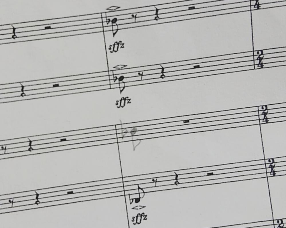 【至急】吹奏楽をやっている者です。 下の写真の <> ⬆こういう記号の意味知ってる方いますか? 教えて下さい。 よろしくお願いします。
