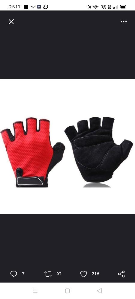 この手袋の商品名がわかる人は教えてくれるとありがたいです(予想でも構いません)