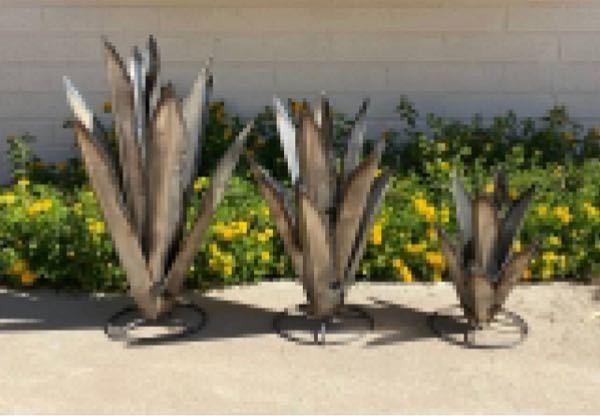 アメリカ、メキシコなどで、このような庭の装飾をするのは防犯も兼ねてますか?かなり危険な尖った金属製なのでそう思いましたが。 アガペを模した、高さはせいぜい数十センチくらいのものですが。