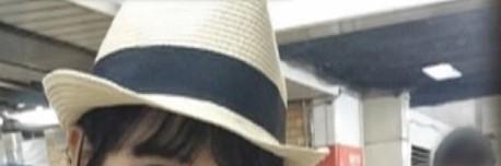 坂道帽子クイズPart142 画像の帽子を被っている 現役または元坂道メンバーは さて誰でしょう?