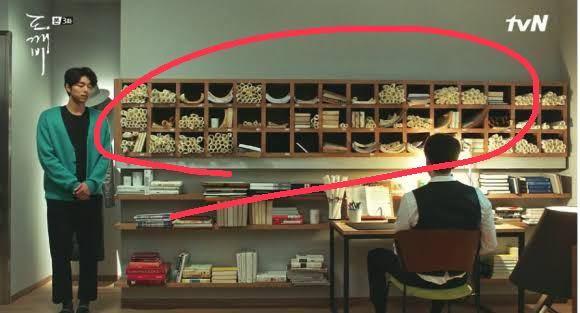 トッケビの死神が最後の仕事(サニーをあの世へ見送る)の前に部屋の片付けをしていたと思うのですが、白い筒?みたいなのを大量に片付けていました。あれって何ですか?下の画像の丸つけたところです